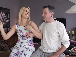 DADDY4K. Hotness papa catches the right moment to...
